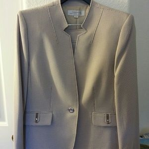 Other - Tahari hounds-tooth skirt suit